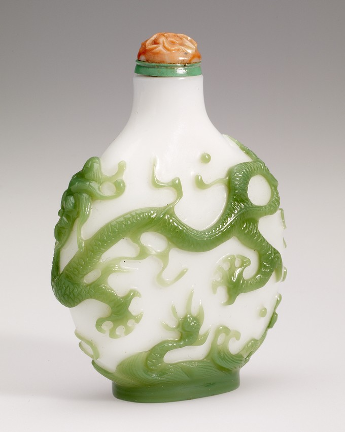 Snuff Bottle in Glass Overlay with Two Dragons