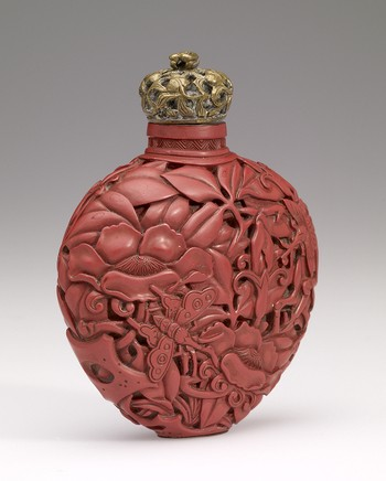 Snuff Bottle in Cinnabar Lacquer carved with Flowers & Leaves