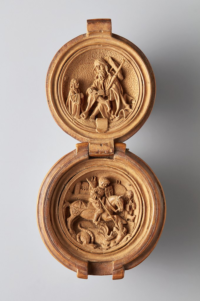 Prayer Bead with depictions of Saint James and Saint George