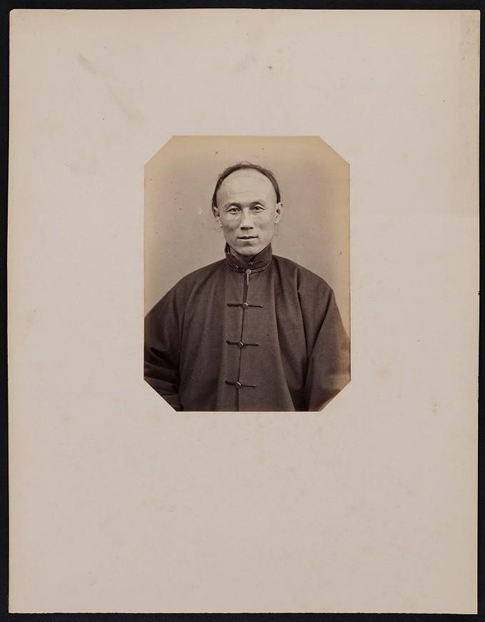 298. Chang-fao-fan (37 ans) Soldat Tartare de la bannière bordée de blanc, Ambassade chinoise à Paris, frontal
